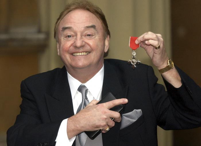 Gerry Marsden holds his MBE.