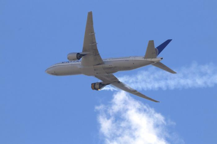 """United Airlines Flight 328 approaching Denver International Airport, after experiencing """"a right-engine failure"""" shortly after takeoff."""