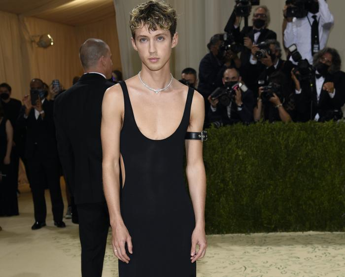 """Troye Sivan attends The Metropolitan Museum of Art's Costume Institute benefit gala celebrating the opening of the """"In America: A Lexicon of Fashion"""" exhibition."""